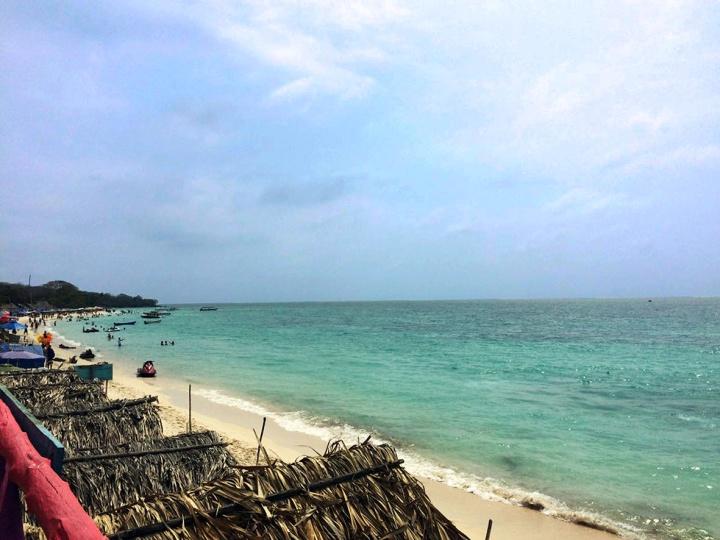frontier-free-drifting-playa-blanca-cartagena-colombia-beach