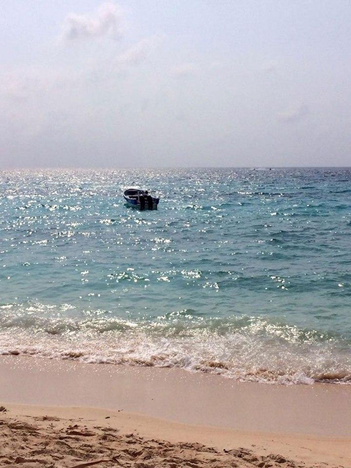 frontier-free-drifting-playa-blanca-cartagena-colombia-boat