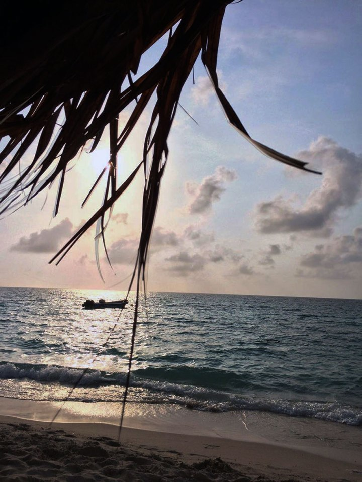 frontier-free-drifting-playa-blanca-evening-sea-colombia
