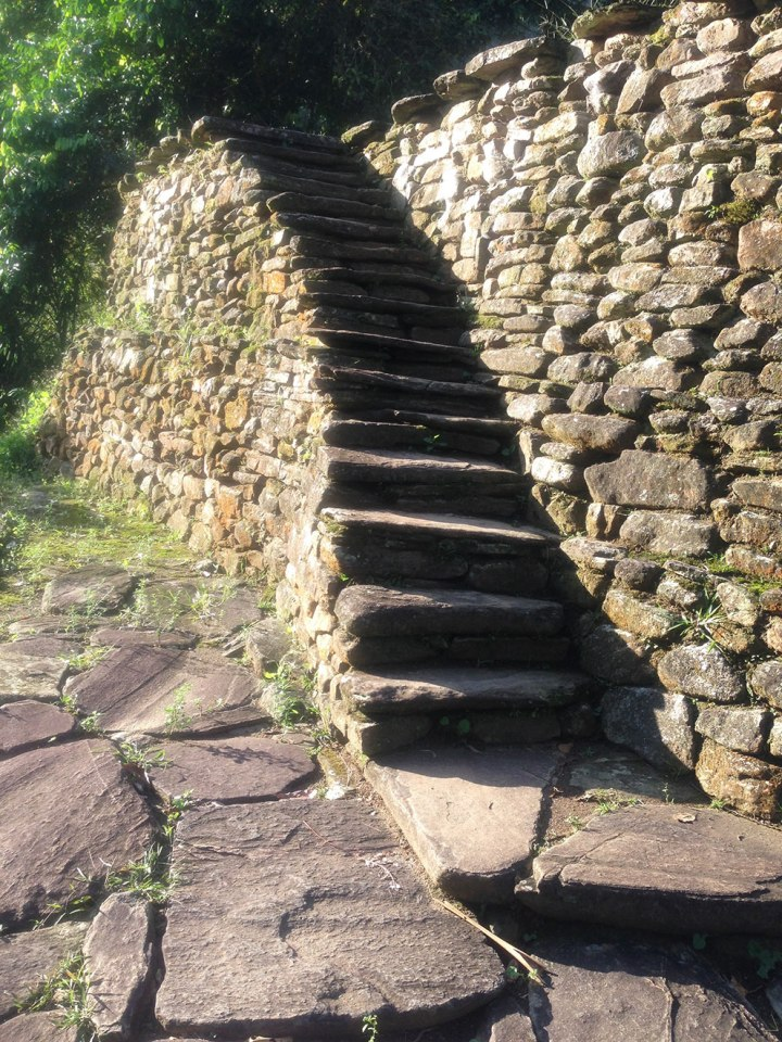 frontier-free-drifting-ciudad-perdida-stairs