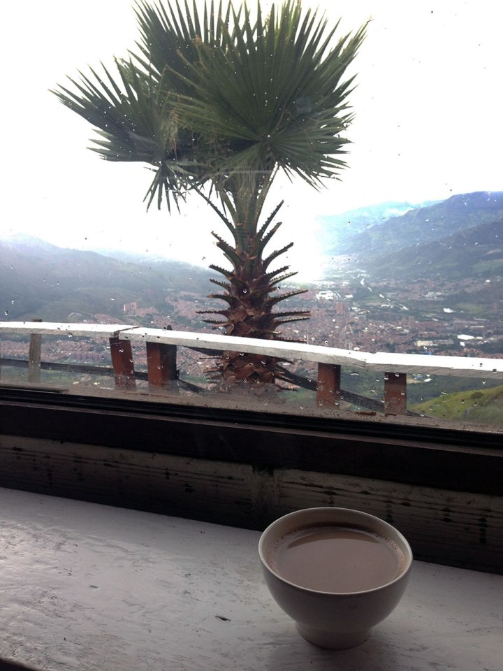 frontier-free-drifting-hot-chocolate-medellin