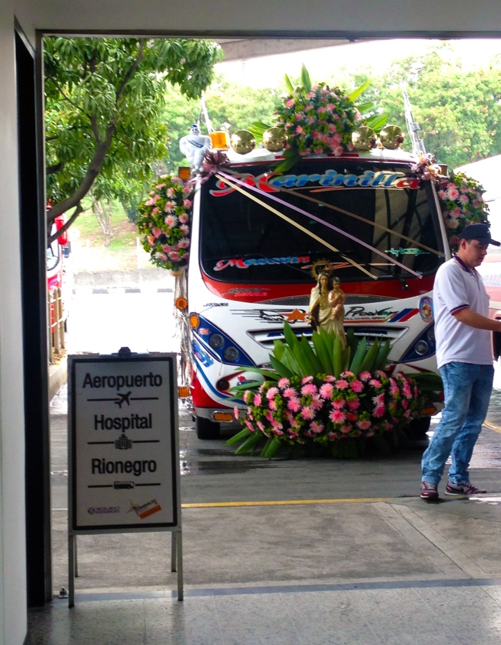 frontier-free-drifting-medellin-flower-bus