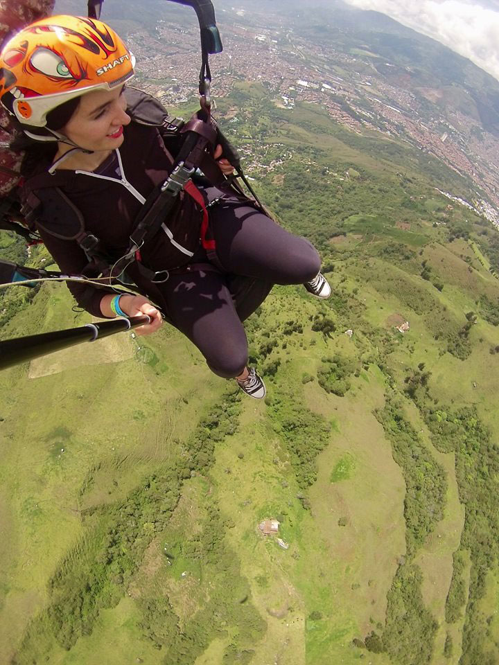 frontier-free-drifting-medellin-paraglide