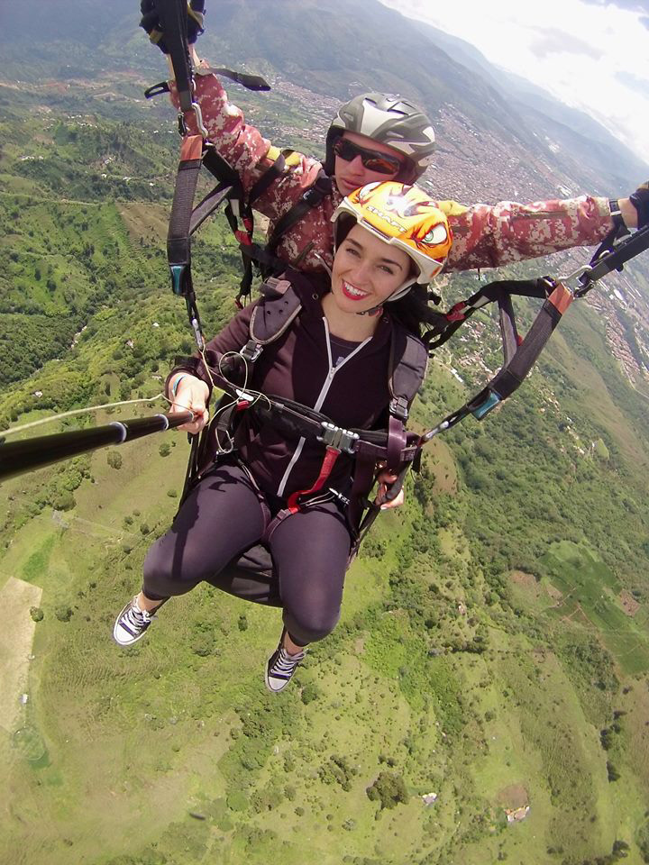 frontier-free-drifting-medellin-paragliding