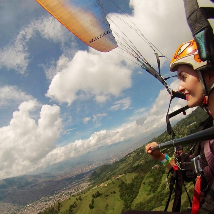 frontier-free-drifting-paragliding-medellin