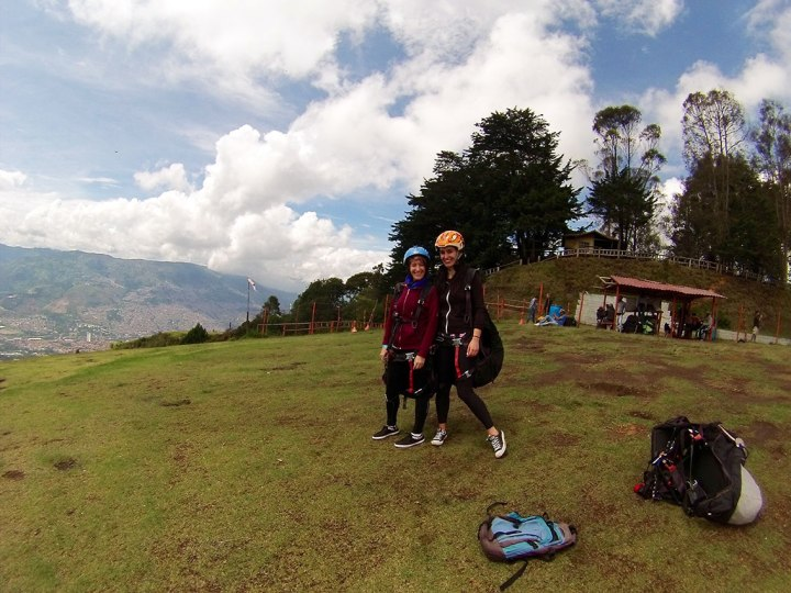 frontier-free-drifting-ready-to-paraglide-medellin