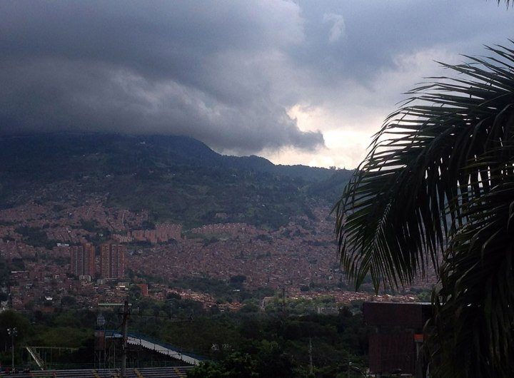 frontier-free-drifting-stormy-sky-medellin