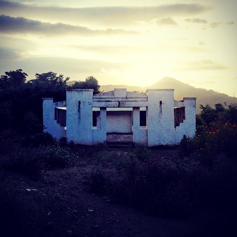 frontier-free-drifting-palomino-chapel