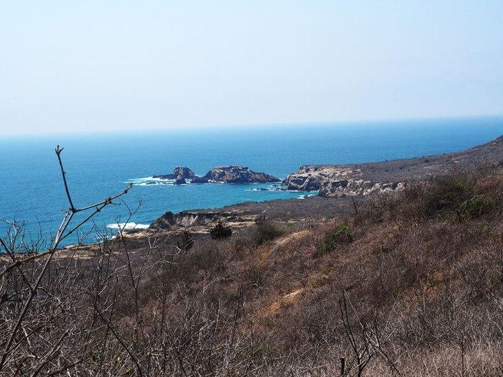 frontier-free-drifting-isla-de-la-plata-coastline
