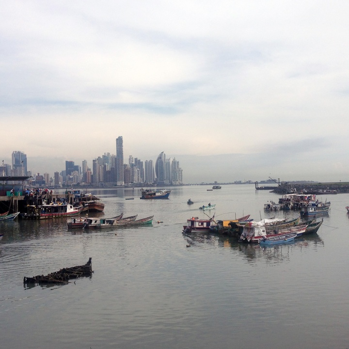 frontier-free-drifting-panama-boats-in-the-harbour