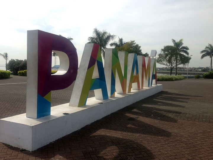 frontier-free-drifting-panama-sign