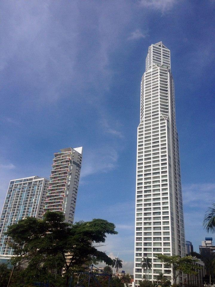 frontier-free-drifting-panama-skyscraper