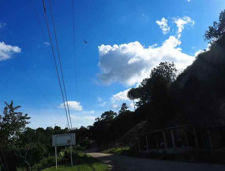 frontier-free-drifting-san-agustin-signs-sky