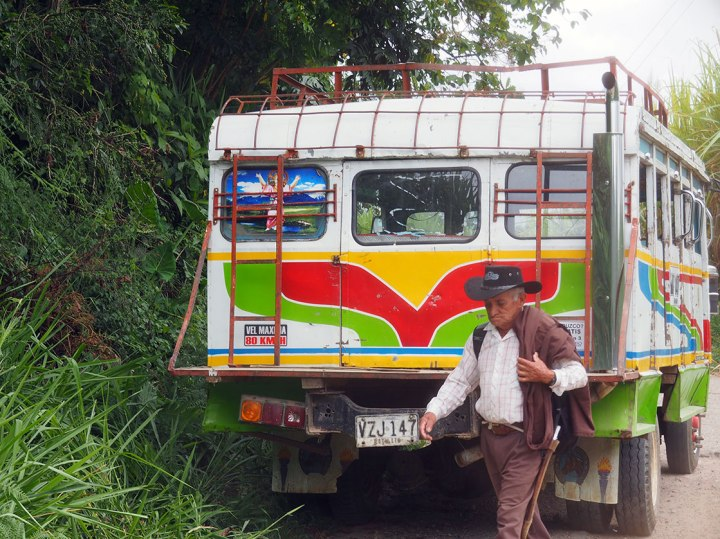 frontier-free-drifting-san-popayan-roadside